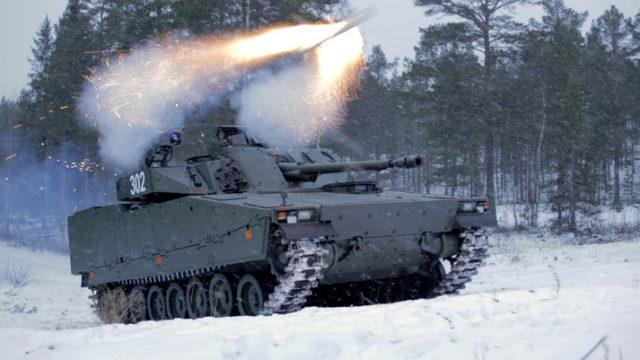 CV90 fires an integrated Spike LR missile