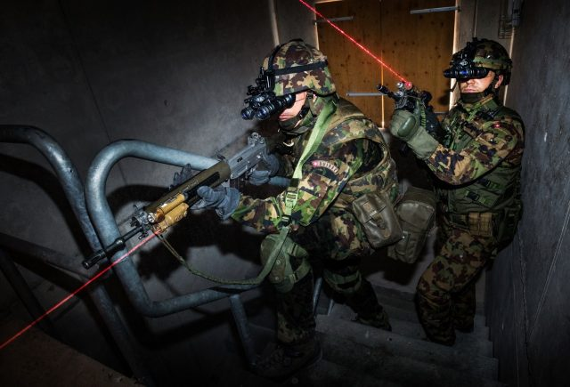 Swiss Army soldiers with VarioRay modules on rifles
