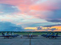 Super Hornet Hornet comparison Blue Angels