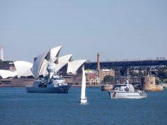 HMAS Anzac and minehunter HMAS Gascoyne