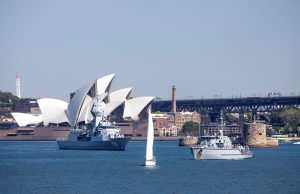 HMAS Anzac and minehunter HMAS Gascoyne
