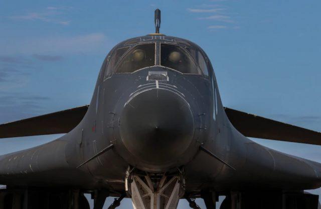 Lancer bomber