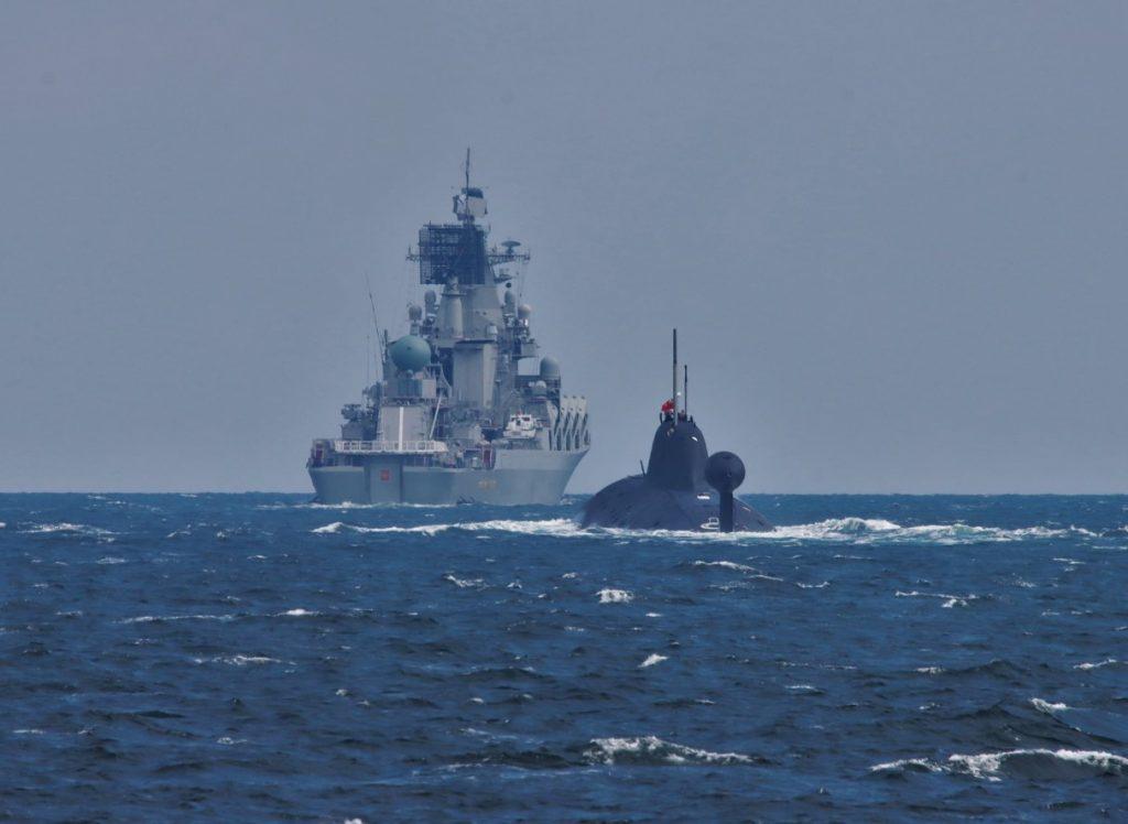 https://defbrief.com/wp-content/uploads/2021/08/Slava-cruiser-and-Akula-submarine-Vepr-1024x748.jpg